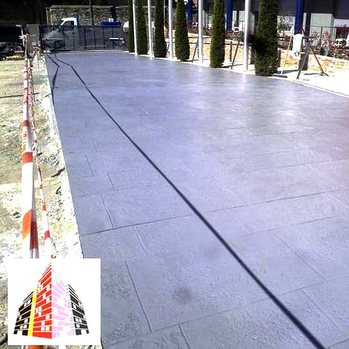 Aplicación de hormigón impreso para exteriores en Tarragona.