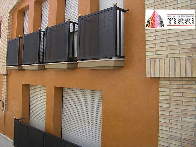 Ejemplo de aplicación de microcemento en fachadas. Trabajo realizado por Estuco Arquitectónico Tirri en Reus