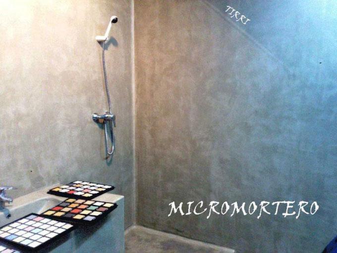 Ejemplo de trabajo realizado por Tirri en la aplicación de micromortero o microcemento en paredes y baños en la provincia de Tarragona.