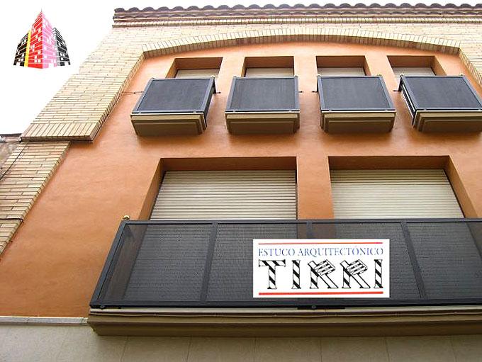 Ejemplo de trabajo realizado por Tirri en la aplicación de micromortero o microcemento en fachadas en la provincia de Tarragona.
